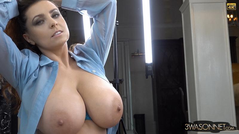 Ewa-Sonnet-Huge-Tits-Look-Hot-ini-Sexy-Blue-Bra-021