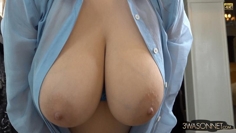 Ewa-Sonnet-Huge-Tits-Look-Hot-ini-Sexy-Blue-Bra-023