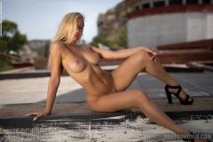 Fabiana-Big-Tit-Blonde-in-Tight-White-Jacket-for-Photodromm-010