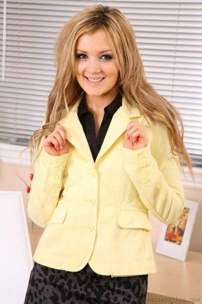 Faye-is-your-sexy-secretary-i-yellow-002