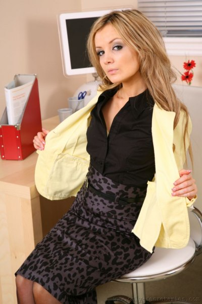 Faye-is-your-sexy-secretary-i-yellow-003