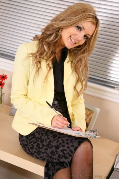 Faye-is-your-sexy-secretary-i-yellow-005