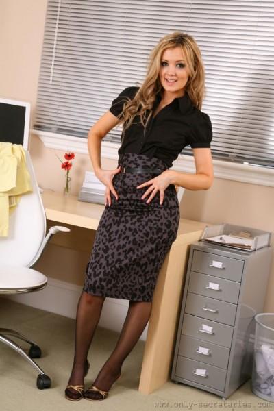 Faye-is-your-sexy-secretary-i-yellow-007