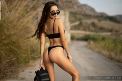 Gloria-Big-Tit-Fitness-Babe-in-Black-Bikini-for-Photodromm-001