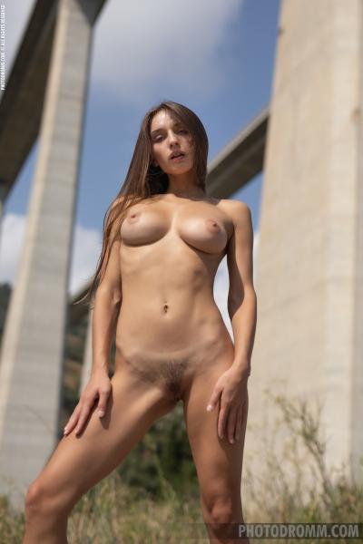 Gloriasol-Big-Tis-in-Tiny-Summer-Minidress-for-Photodromm-010