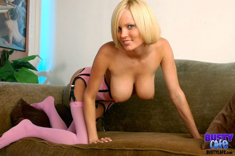 Hannah-Hilton-Big-Tits-in-Pretty-Pink-Lingerie-012