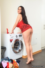 Helen-Star-Huge-Tit-Babe-Doing-Her-Washing-003