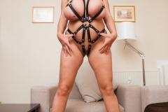 Helen-Star-Huge-Tits-in-Leather-Strappy-Device-001