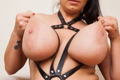 Helen-Star-Huge-Tits-in-Leather-Strappy-Device-008