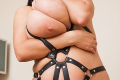 Helen-Star-Huge-Tits-in-Leather-Strappy-Device-012
