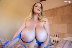 Holly-Garner-Huge-Tits-in-Sexy-Blue-Bra-010
