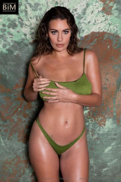 Holly-Peers-Big-Test-in-Green-Bikini-001