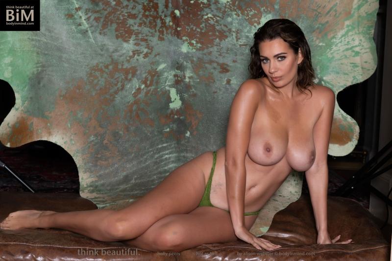 Holly-Peers-Big-Test-in-Green-Bikini-005