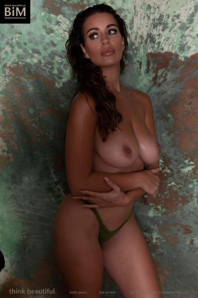 Holly-Peers-Big-Test-in-Green-Bikini-008