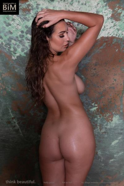 Holly-Peers-Big-Test-in-Green-Bikini-009
