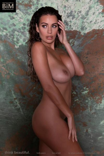 Holly-Peers-Big-Test-in-Green-Bikini-010