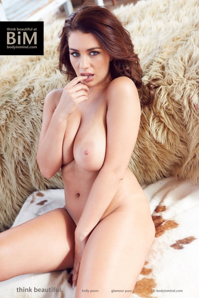 Holly-Peers-Big-Tits-in-the-Bedroom-005