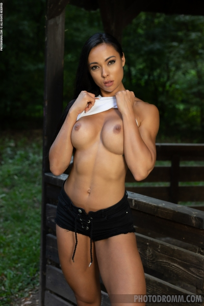 Irene-Big-Tits-Get-Fir-in-the-Forest-for-Photodromm-002