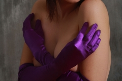 Jacqueline-Big-Tits-with-Violet-Gloves-and-Violets-for-Body-in-Mind-003