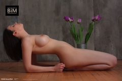 Jacqueline-Big-Tits-with-Violet-Gloves-and-Violets-for-Body-in-Mind-008