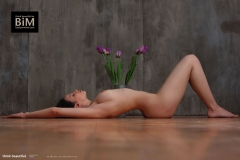 Jacqueline-Big-Tits-with-Violet-Gloves-and-Violets-for-Body-in-Mind-009