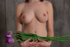 Jacqueline-Big-Tits-with-Violet-Gloves-and-Violets-for-Body-in-Mind-010