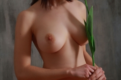 Jacqueline-Big-Tits-with-Violet-Gloves-and-Violets-for-Body-in-Mind-012