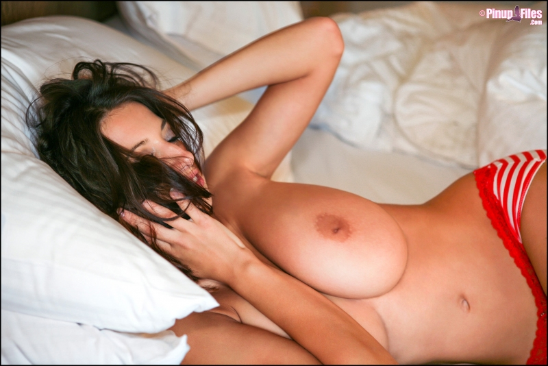 Jana-Defi-Huge-Boobs-Get-Out-of-Bed-and-Go-for-a-Shower-012