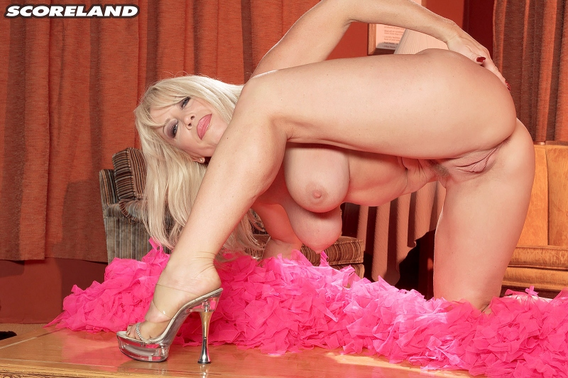 Jenna-Lynn-Big-Tits-in-Black-Negligee-013