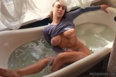 Josephine-Big-TIts-in-Tight-Minidress-has-Bathtime-for-Photodromm-004