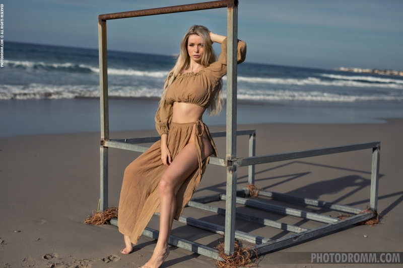 Katya-Big-Tits-Out-at-the-Seaside-for-Photodromm-001