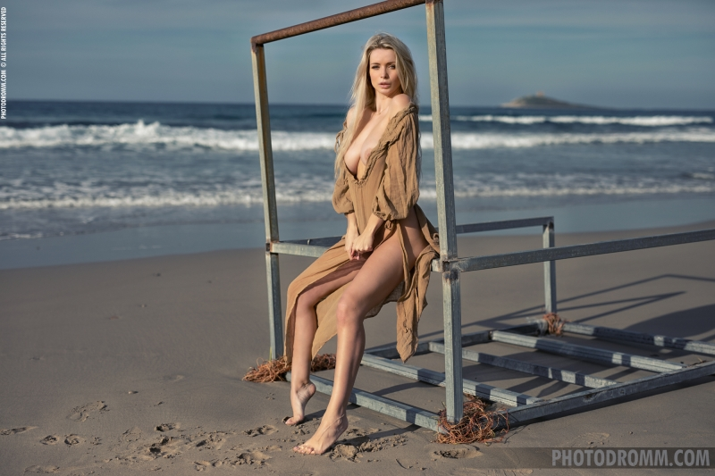 Katya-Big-Tits-Out-at-the-Seaside-for-Photodromm-002