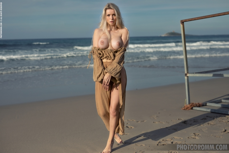 Katya-Big-Tits-Out-at-the-Seaside-for-Photodromm-004