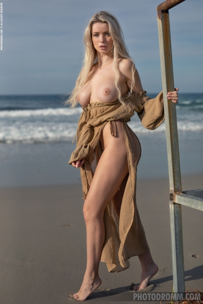 Katya-Big-Tits-Out-at-the-Seaside-for-Photodromm-006