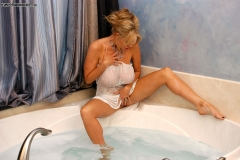 Kelly Madison Huge Boobs Get Wet and Naked in the Bath 002
