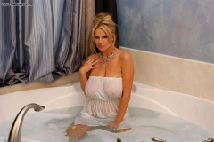 Kelly Madison Huge Boobs Get Wet and Naked in the Bath 004