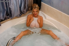 Kelly Madison Huge Boobs Get Wet and Naked in the Bath 005