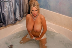 Kelly Madison Huge Boobs Get Wet and Naked in the Bath 007