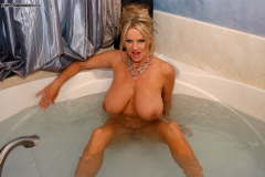 Kelly Madison Huge Boobs Get Wet and Naked in the Bath 013