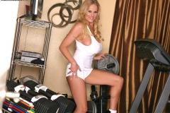 Kelly-Madison-Huge-Tit-Gym-Girl-005