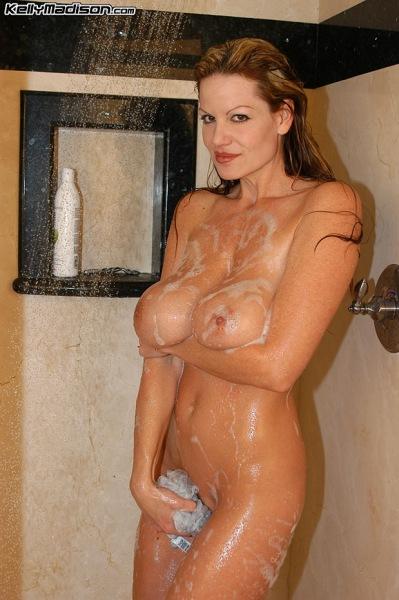 Kelly-Madison-Huge-Tit-Shower-Time-001