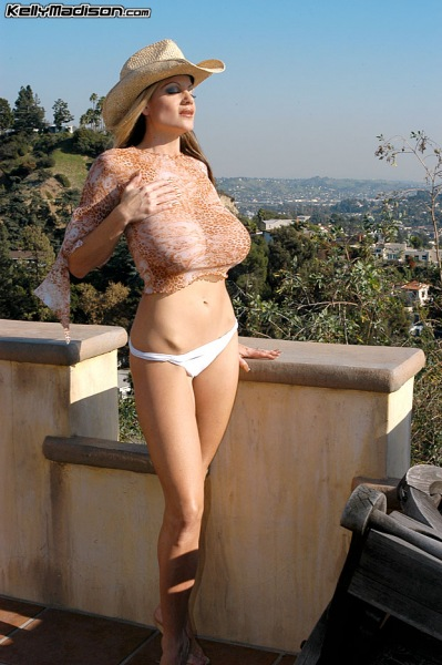 Kelly-Madison-Huge-Tits-Enjoy-the-View-002