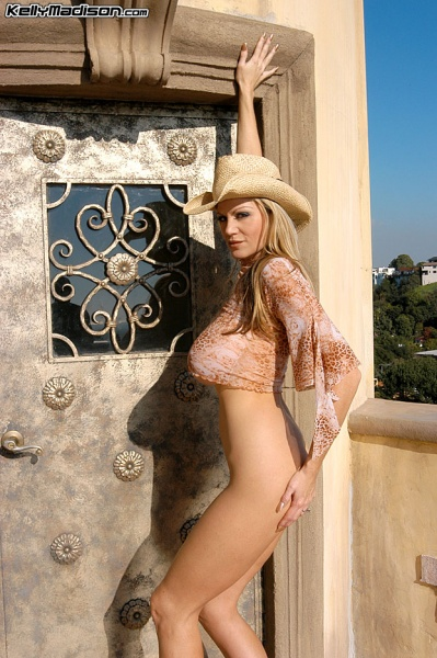 Kelly-Madison-Huge-Tits-Enjoy-the-View-006