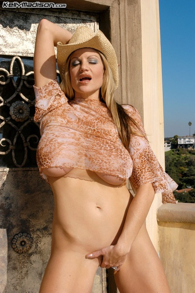 Kelly-Madison-Huge-Tits-Enjoy-the-View-009