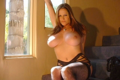 Kelly-Madison-Huge-Tits-in-Black-Bra-and-Stockings-005