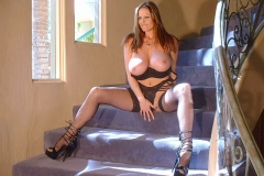 Kelly-Madison-Huge-Tits-in-Black-Bra-and-Stockings-009