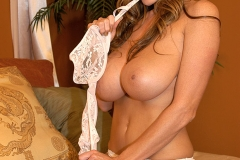 Kelly-Madison-Huge-Tits-in-Sexy-Lacy-White-Bra-008