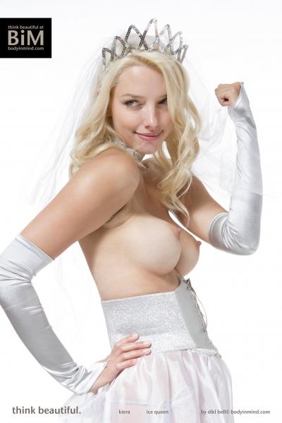 Kiera-Big-Tit-Blonde-Princess-with-Tiara-for-Body-in-Mind-008