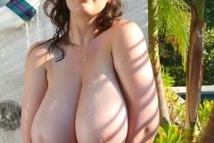 Lana-Kendrick-Huge-Tit-Bikini-Shower-031