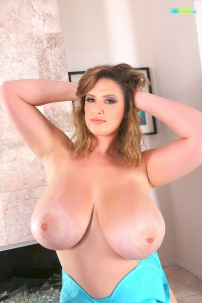 Lana-Kendrick-Huge-Tits-in-Bright-Blue-Bra-017